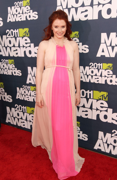 Actress Bryce Dallas Howard arrives at the 2011 MTV Movie Awards at Universal Studios' Gibson Amphitheatre on June 5, 2011 in Universal City, California.