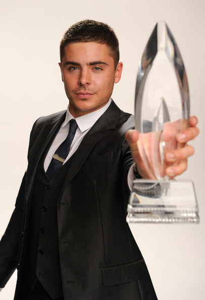 Actor Zac Efron, winner of the Favorite Movie Star Under 25 award poses for a portrait during the 2011 People's Choice Awards at Nokia Theatre L.A. Live on January 5, 2011 in Los Angeles, California.