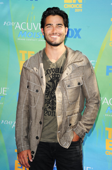 Actor Tyler Hoechlin arrives at the 2011 Teen Choice Awards held at the Gibson Amphitheatre on August 7, 2011 in Universal City, California.