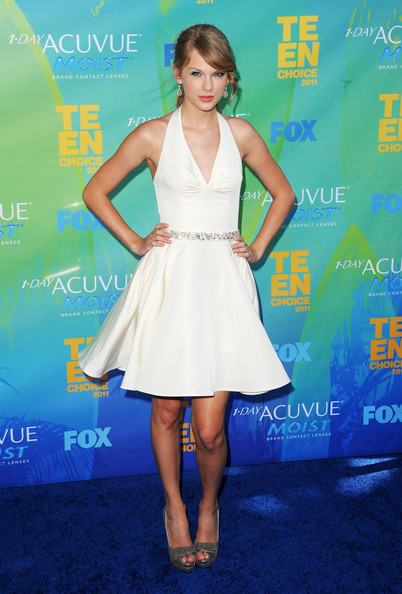 Musician Taylor Swift arrives at the 2011 Teen Choice Awards held at the Gibson Amphitheatre on August 7, 2011 in Universal City, California.