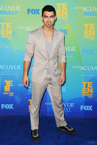 Singer Joe Jonas arrives at the 2011 Teen Choice Awards held at the Gibson Amphitheatre on August 7, 2011 in Universal City, California.