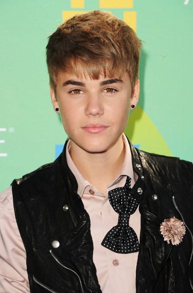 Singer Justin Bieber arrives at the 2011 Teen Choice Awards held at the Gibson Amphitheatre on August 7, 2011 in Universal City, California.