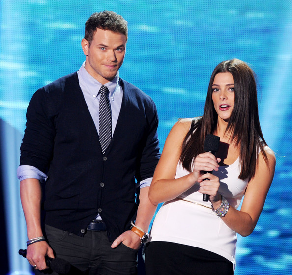 Actors Kellan Lutz (L) and Ashley Greene speak onstage during the 2011 Teen Choice Awards held at the Gibson Amphitheatre on August 7, 2011 in Universal City, California.