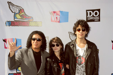 Alex Esso 2011 VH1 Do Something Awards - Arrivals