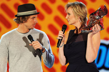 Dax Shepard 2011 VH1 Do Something Awards - Show