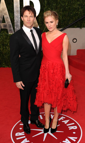 Actors Stephen Moyer (L) and Anna Paquin arrive at the Vanity Fair Oscar party hosted by Graydon Carter held at Sunset Tower on February 27, 2011 in West Hollywood, California.
