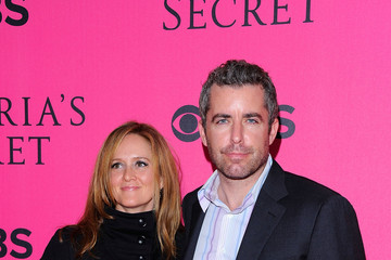Samantha Bee Jason Jones 2011 Victoria's Secret Fashion Show - Pink Carpet Arrivals