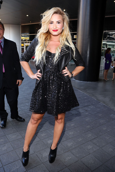 Singer Demi Lovato arrives at the 2012 MTV Video Music Awards at Staples Center on September 6, 2012 in Los Angeles, California.