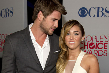 Miley Cyrus Liam Hemsworth 2012 People's Choice Awards - Backstage And Audience
