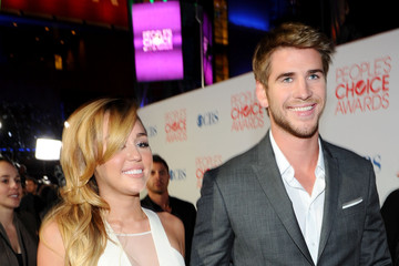 Miley Cyrus Liam Hemsworth 2012 People's Choice Awards - Red Carpet