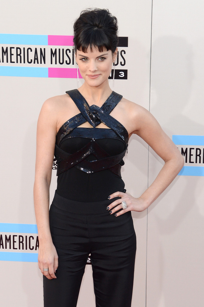 http://www3.pictures.zimbio.com/gi/2013+American+Music+Awards+Arrivals+I1cco0WHiNfx.jpg