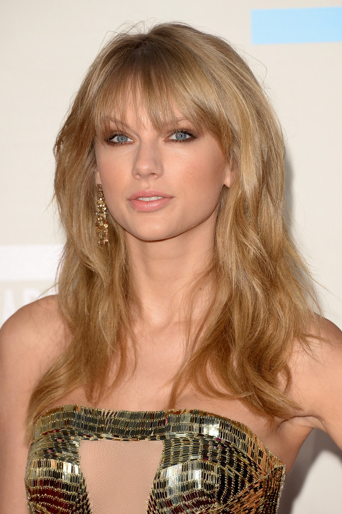 Singer Taylor Swift attends the 2013 American Music Awards at Nokia Theatre L.A. Live on November 24, 2013 in Los Angeles, California.