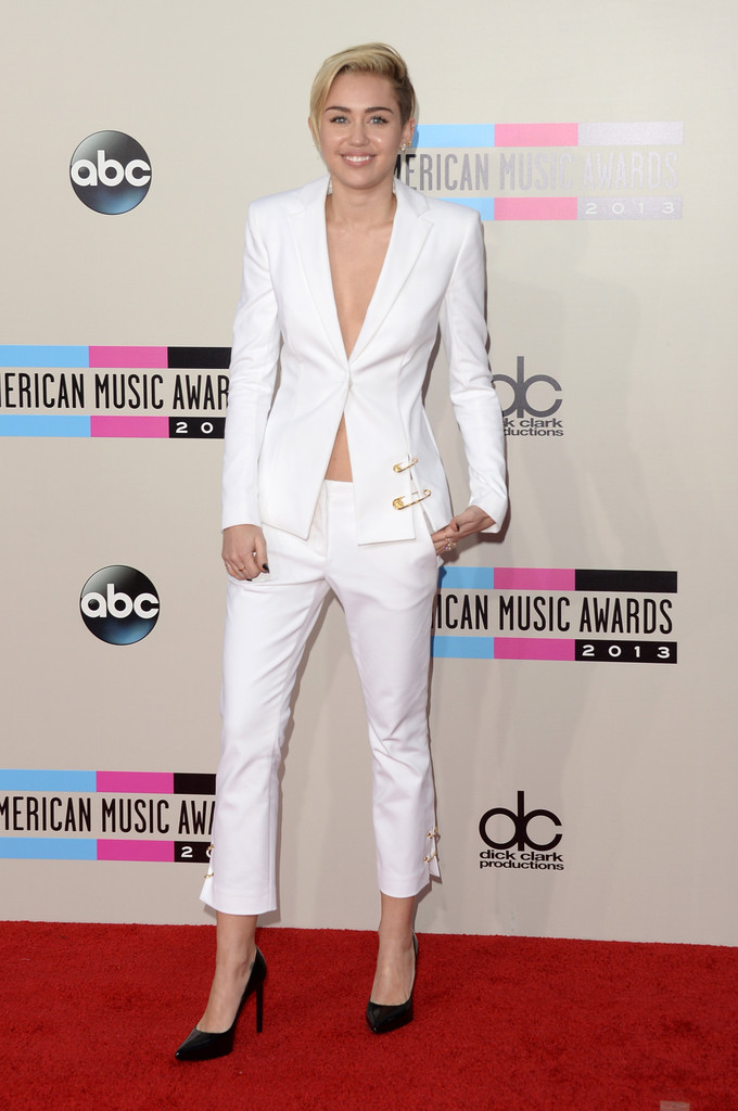 http://www3.pictures.zimbio.com/gi/2013+American+Music+Awards+Arrivals+zyHe1EVszwex.jpg