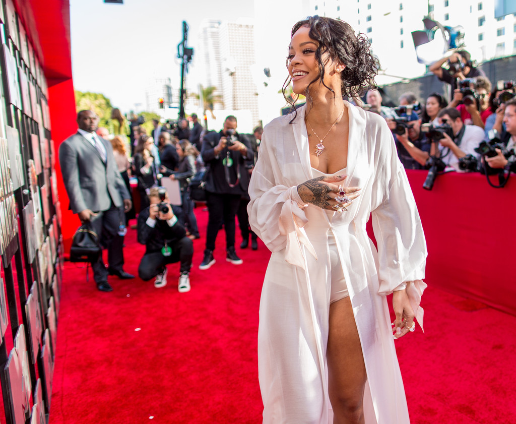 Jun 17,  · The most outrageous red-carpet looks from the MTV Movie & TV Awards. Tiffany Haddish, Kim Kardashian and Alison Brie showed off plenty of skin at Saturday's red-carpet arrivals for the MTV Movie.