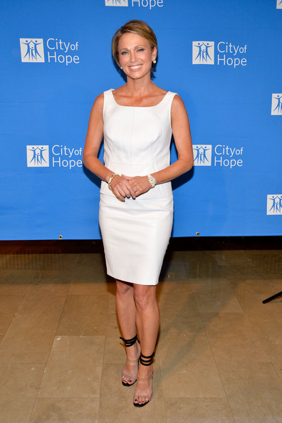 Amy Robach body measurements & size - from feet to weight