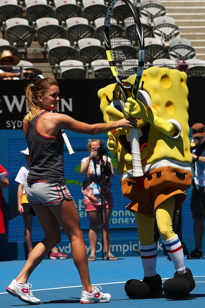 Photos et vidéos d'Agnieszka Radwanska 2014+Sydney+International+Day+2+AeG3FK5o6xPx
