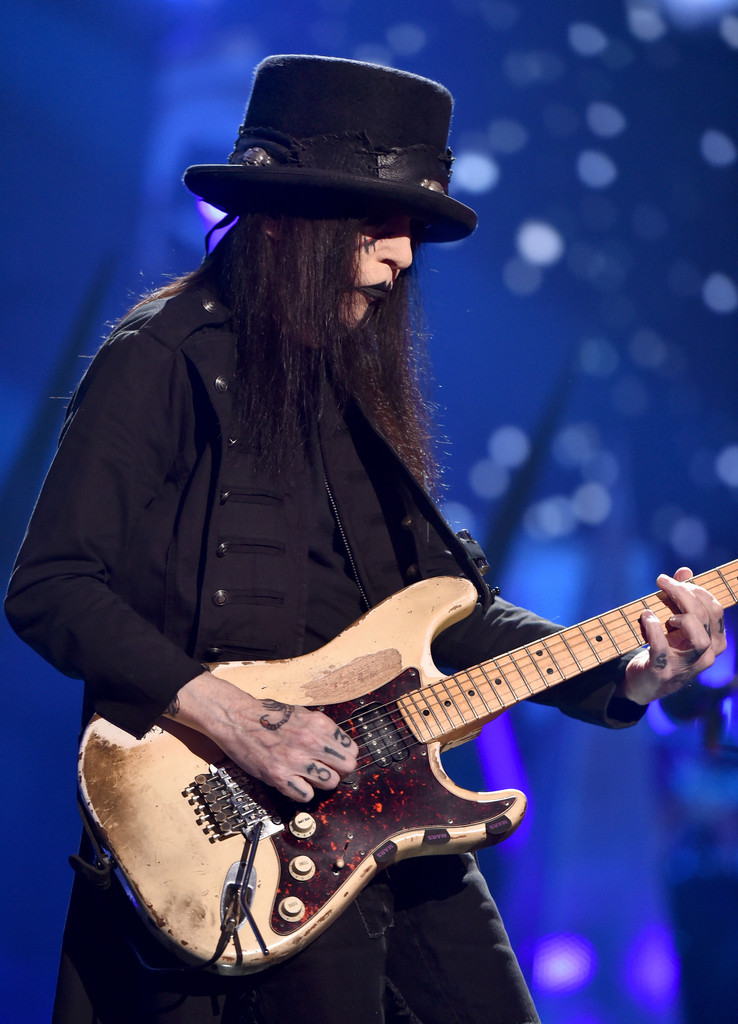 Mick Mars Pictures 2014 Iheartradio Music Festival