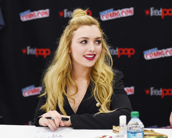 Peyton list in 2016 new york comic con day 3 5 of 11 zimbio 2016 new york comic con day 3 5 of 11 m4hsunfo
