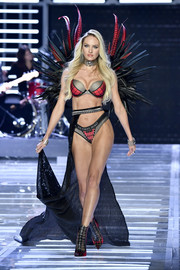 Candice Swanepoel's plaid-panel lingerie at the 2017 Victoria's Secret fashion show reminds us of Spider-Man.