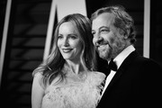 Image has been digitally enhanced.)  Leslie Mann (L) and Judd Apatow attend the 2019 Vanity Fair Oscar Party hosted by Radhika Jones at Wallis Annenberg Center for the Performing Arts on February 24, 2019 in Beverly Hills, California.