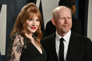 (L-R) Bryce Dallas Howard and Ron Howard attend the 2020 Vanity Fair Oscar Party hosted by Radhika Jones at Wallis Annenberg Center for the Performing Arts on February 09, 2020 in Beverly Hills, California.