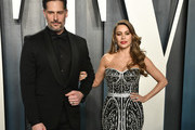 (L-R) Joe Manganiello and Sofía Vergara attend the 2020 Vanity Fair Oscar Party hosted by Radhika Jones at Wallis Annenberg Center for the Performing Arts on February 09, 2020 in Beverly Hills, California.