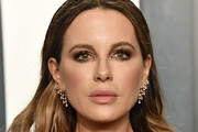 Kate Beckinsale attends the 2020 Vanity Fair Oscar Party hosted by Radhika Jones at Wallis Annenberg Center for the Performing Arts on February 09, 2020 in Beverly Hills, California.