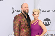 Chris Sullivan (L) and Rachel Reichard attend the 25th Annual Screen ActorsGuild Awards at The Shrine Auditorium on January 27, 2019 in Los Angeles, California.