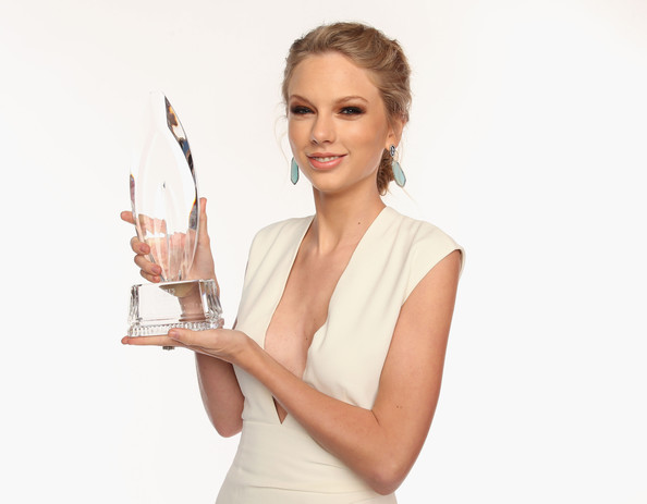 Musician Taylor Swift poses for a portrait during the 39th Annual People's Choice Awards at Nokia Theatre L.A. Live on January 9, 2013 in Los Angeles, California.