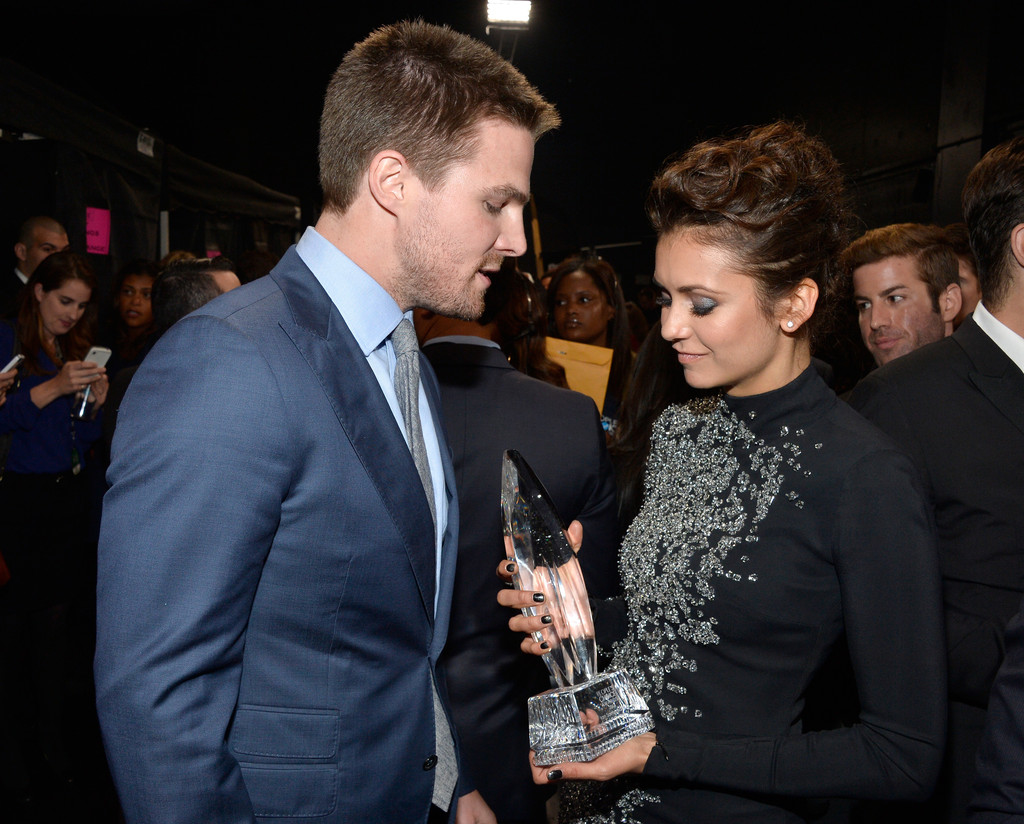 Nina Dobrev Stephen Amell Backstage And Audience At The Peoples Choice Awards
