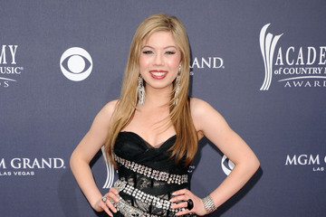 Hair Lookbook: Jennette McCurdy Shines On