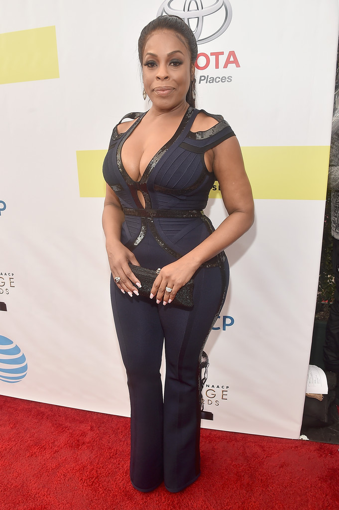 niecy nash photos photos 48th naacp image awards red. Black Bedroom Furniture Sets. Home Design Ideas