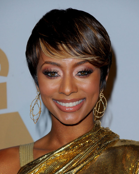 Keri Hilson Short hairstyle 2010. R&B singer Keri Hilson looked golden while