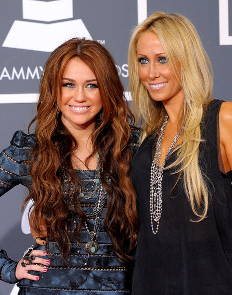 Tish Cyrus Singer Miley Cyrus (L) and mother Tish Cyrus arrives at the 52nd Annual GRAMMY Awards held at Staples Center on January 31, 2010 in Los Angeles, California.