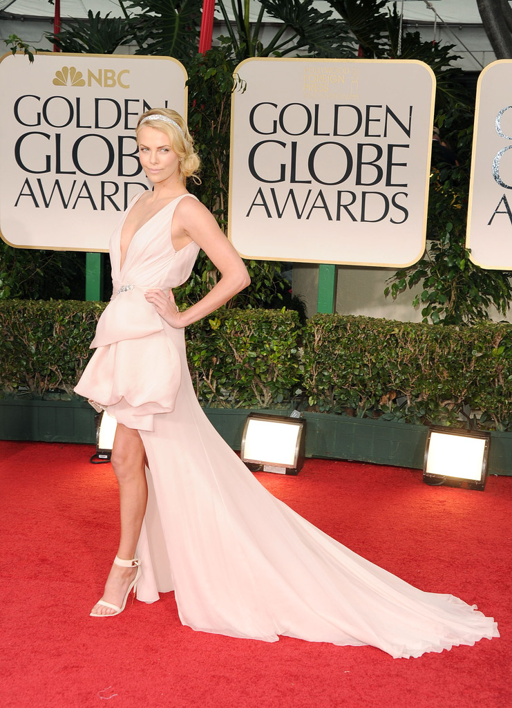 954524c89cc4e Pictures: Charlize Theron's Shocking Mullet Gown - Charlize Theron ...