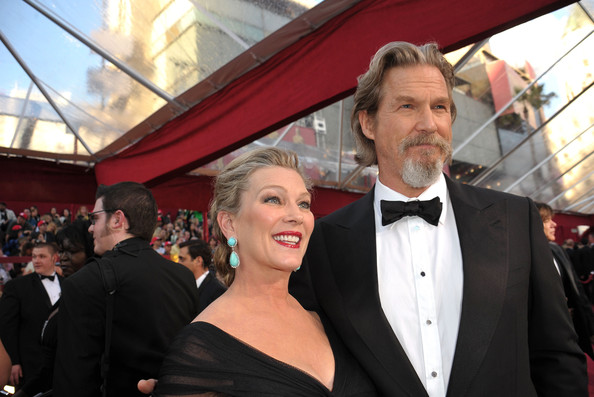 jeff bridges beard. Actor Jeff Bridges (R) and