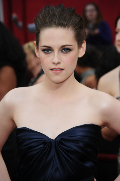 Actress Kristen Stewart arrives at the 82nd Annual Academy Awards held at Kodak Theatre on March 7, 2010 in Hollywood, California.