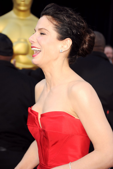Actress Sandra Bullock arrives at the 83rd Annual Academy Awards held at the Kodak Theatre on February 27, 2011 in Hollywood, California.