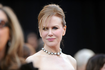 Nicole Kidman Rocks 150-Carat Fred Leighton Diamond Necklace at 2011 Oscars