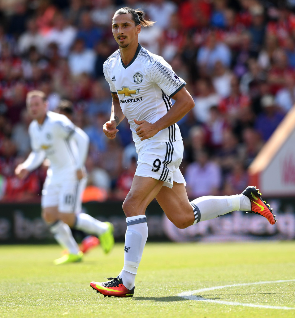 Zlatan Ibrahimovic Photos Photos - AFC Bournemouth v ...