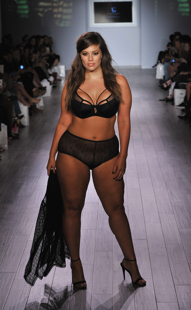 aaca91f811 Plus-Size Model Ashley Graham Proves Sexy Comes in Every Size at NYFW