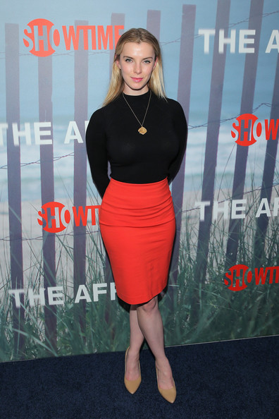 Betty Gilpin Pictures ...