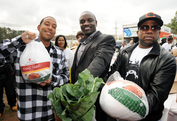Akon And Ludacris Help Distribute 2000 Turkeys To Families In Need