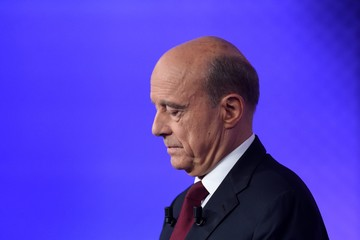 Alain Juppe France's Conservative Presidential Primary Candidates Francois Fillon and Alain Juppe Debate Prior to Sunday's Elections
