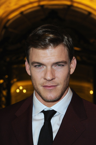 alan ritchson height weight