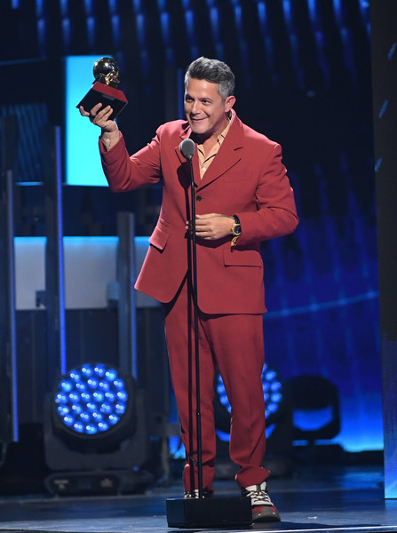The 20th Annual Latin GRAMMY Awards - Show [record of the year award,performance,talent show,music artist,speech,event,performing arts,orator,public event,public speaking,stage,alejandro sanz,las vegas,nevada,mgm grand garden arena,latin grammy awards,show]