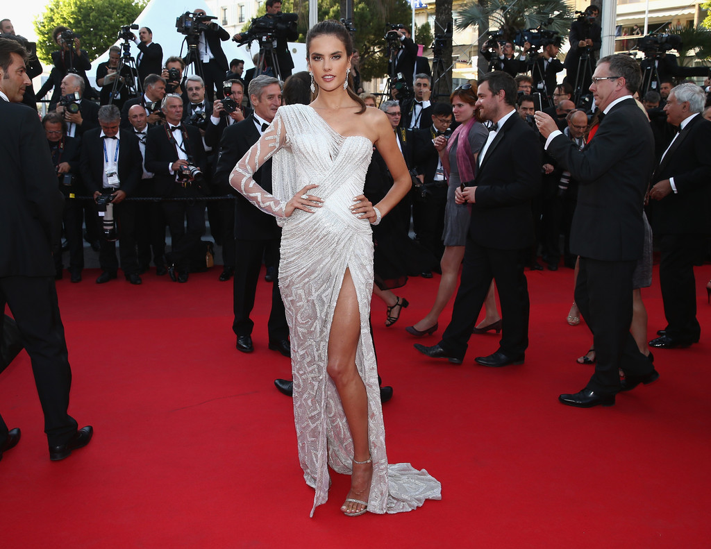 rosie huntington whiteley cara delevingne and more stunning supermodels at cannes for the. Black Bedroom Furniture Sets. Home Design Ideas