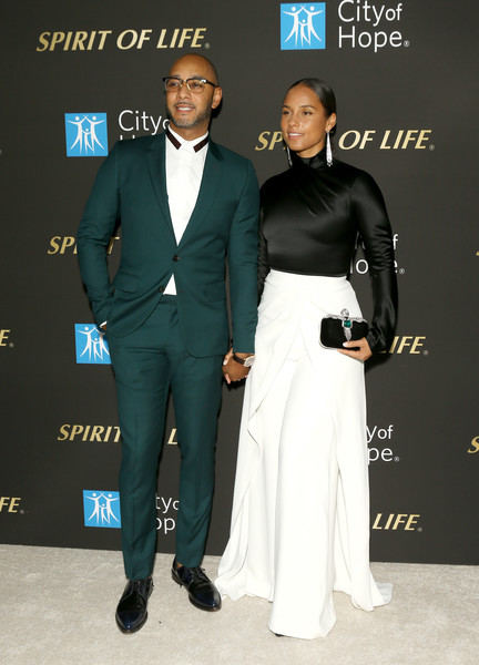 City Of Hope's Spirit Of Life 2019 Gala - Arrivals [suit,formal wear,tuxedo,fashion,carpet,event,premiere,white-collar worker,award,dress,alicia keys,swizz beatz,spirit of life 2019 gala - arrivals,spirit of life 2019 gala,santa monica,california,the barker hanger,city of hope]