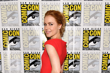 Amanda Schull Comic-Con International 2017 - '12 Monkeys' Press Line