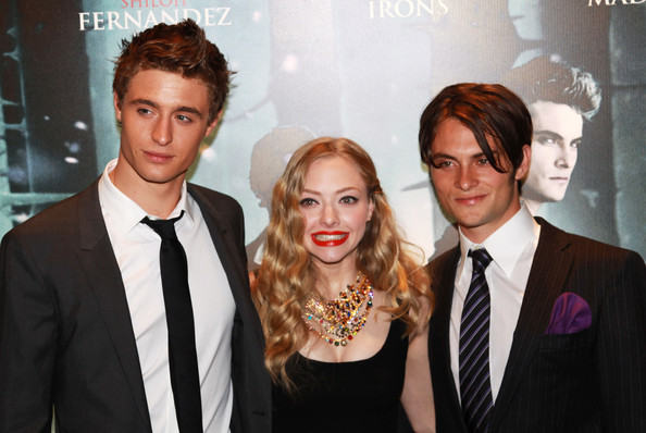 Amanda Seyfried and Shiloh Fernandez Photos Photos - Red ...